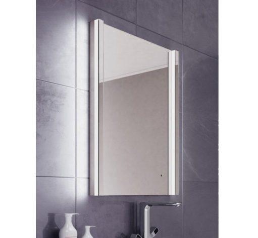 Fraaie badkamerspiegel met design verlichting verwarming en sensor