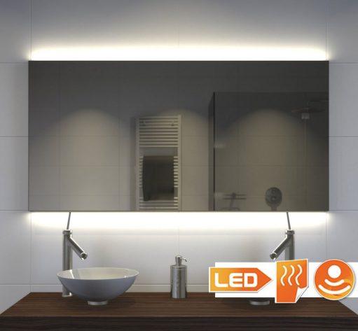 Deze zwarte spiegel is uitgevoerd met dimbare indirecte verlichting aan de boven- en onderzijde